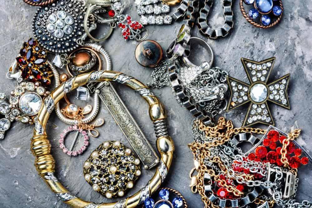 metode pentru lustruirea și curățarea bijuteriilor