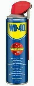 Îndepărtarea ruginii de pe unelte cu lubrifiantul WD-40